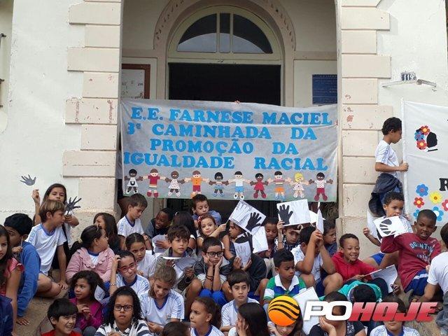 Dia Da Consciência Negra é Comemorado Com Caminhada Pela Escola