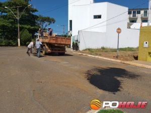 Operação tapa-buraco na Avenida Dona Mindóia