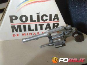Revólver calibre 32 apreendido pela PM (Foto: Toninho Cury)