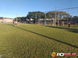 Leomar convertendo o pênalti para o Santiago, gol garantiu a vaga.