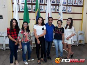 Aluna Laura Helena, diretora Erilana, aluna Maria Eduarda, presidente do Rotary Gilvan, aluna Giovanna e a rotariana Bruna Castro