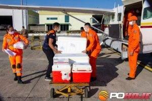 Vacina é enviada para interior em aeronaves do Corpo de Bombeiros de Minas Gerais (foto: Fábio Marchetto/Imprensa MG)