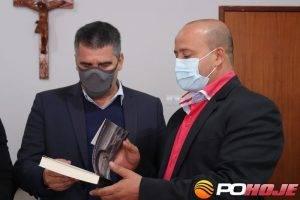 Vice-governador Paulo Brant e o prefeito sargento Rhenys Cambraia durante visita a Presidente Olegário (foto: Ascom - PMPO -).